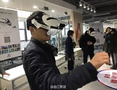 Apple talked with AR glasses suppliers at CES.JPG