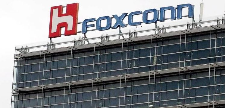 Foxconn planning display plant in US with Apple.JPG
